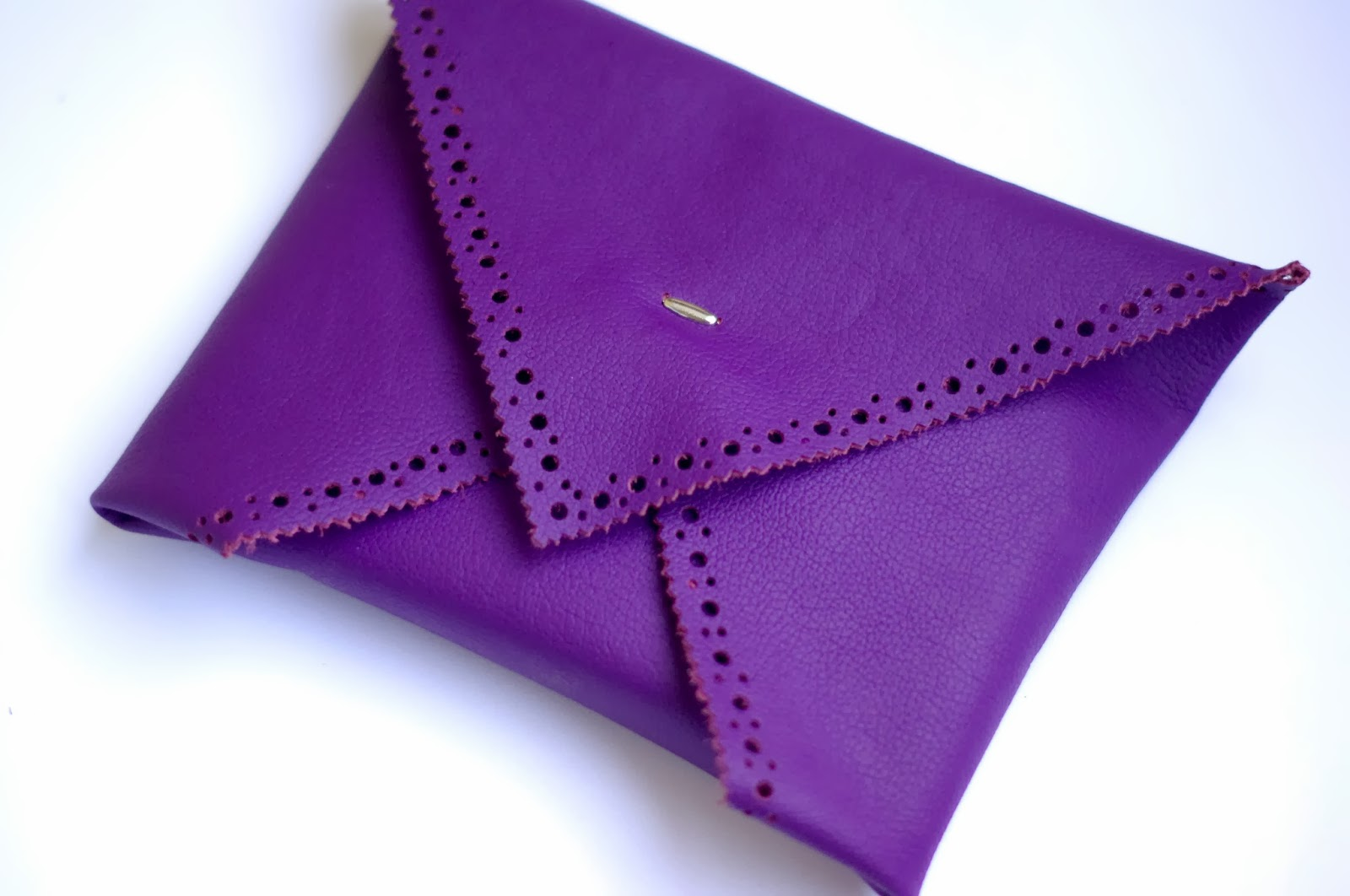 How to make an Origami envelope clutch without sewing machine. Fashion tutorial designed by Xenia Kuhn for fashion blog www.fashionrolla.com