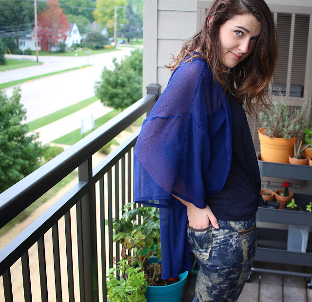 Kimono summer sheer handmade handsewn diy fashion design blogger sewing sewn chiffon polyester navy music festival hippie gold splattered denim jeans brunette girl smile summertime springtime clothing
