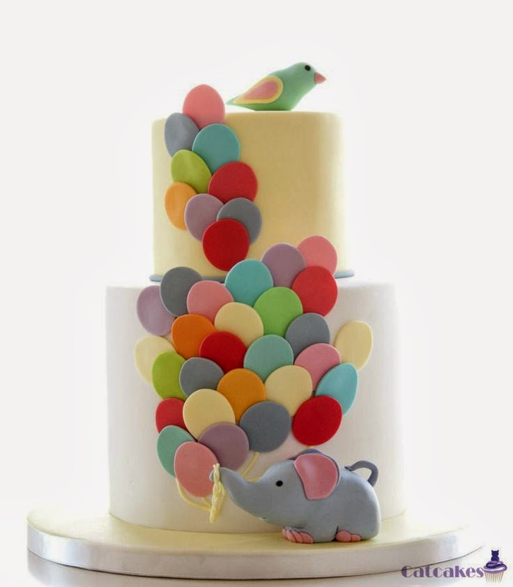Tarta decorada con fondant en forma de globos