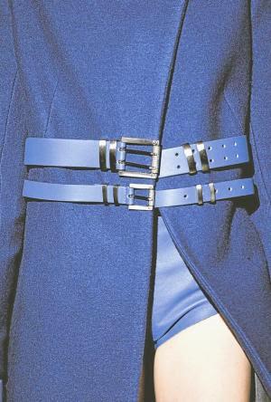 Envolventes, os cintos estão entre os ícones da moda feminina