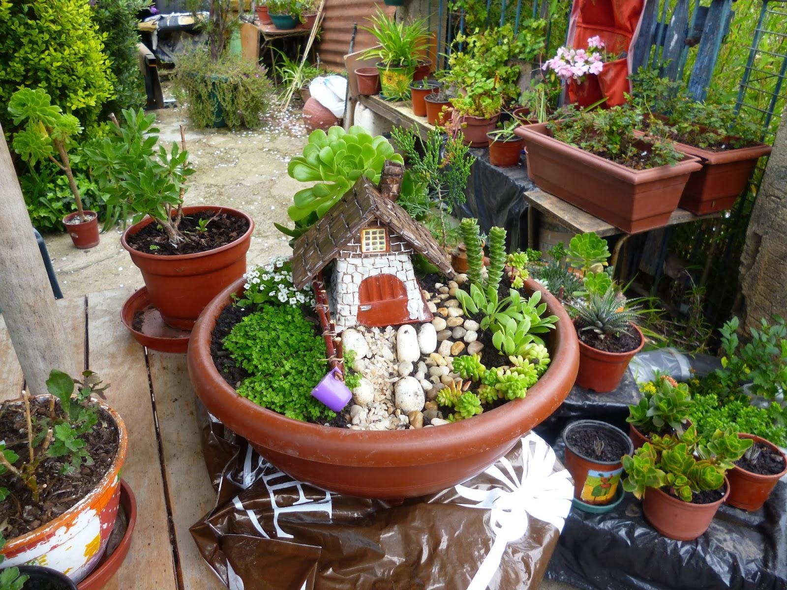 Manualidades para jard n cositasconmesh for Casas de pvc para jardin
