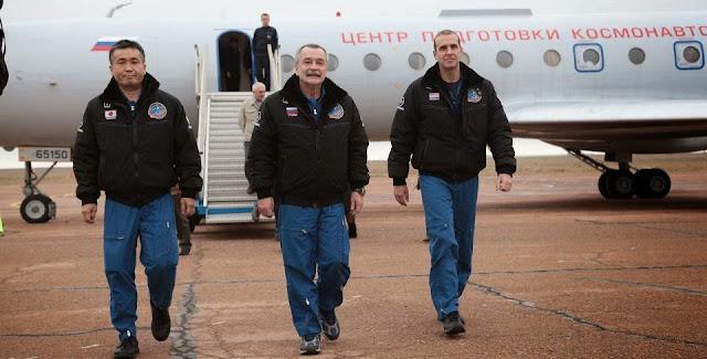 Soyuz TMA-11M Prime crew at Baikonur. Credit: federalspace.ru