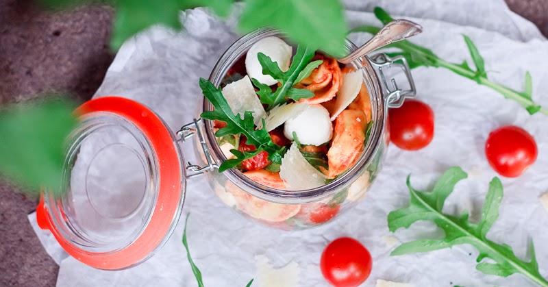 zum mitnehmen bitte schneller tortellini salat to go. Black Bedroom Furniture Sets. Home Design Ideas