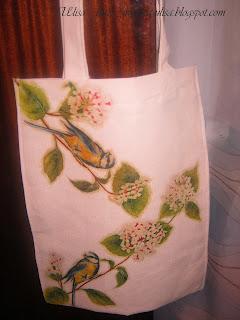 Ещё летом я сделала декупаж на сумке (ткань- двунитка). .  Вышла такая эко-сумка, по-моему очень привлекательная...