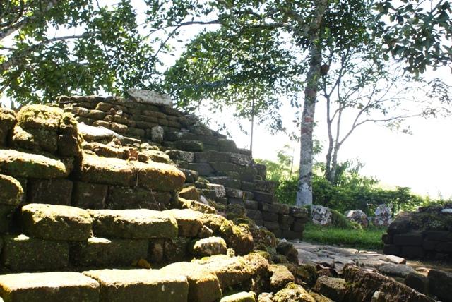 Terletak di dusun Turi desa Geger kecamatan Sendang, di lereng Gunung Wilis.