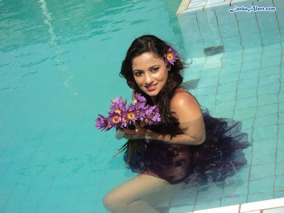 Underwater photo shoot with Udari Warnakulasooriya