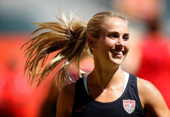 Heather+Mitts+ +Amerika+Serikat Inilah 5 wanita Pesepakbola Tercantik dan Terseksi di Dunia