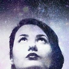 Yo soy aquella mujer que escaló la montaña de la vida removiendo piedras y plantando flores. Cora C
