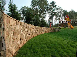 Каменный забор. Фото 19
