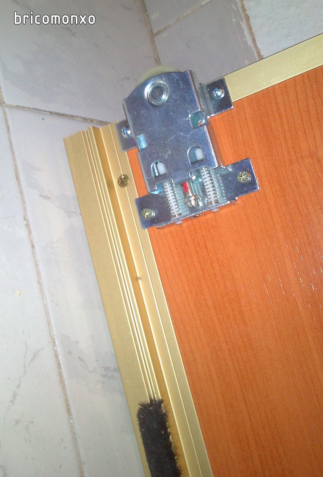 Bricomonxo armario empotrado con puertas correderas for Ruedas armarios empotrados puertas correderas