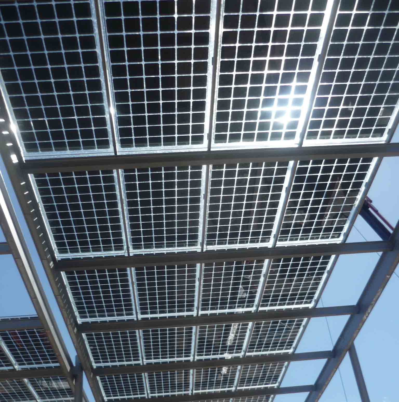 barcelona installiert photovoltaik pergolas mit vidursolar. Black Bedroom Furniture Sets. Home Design Ideas