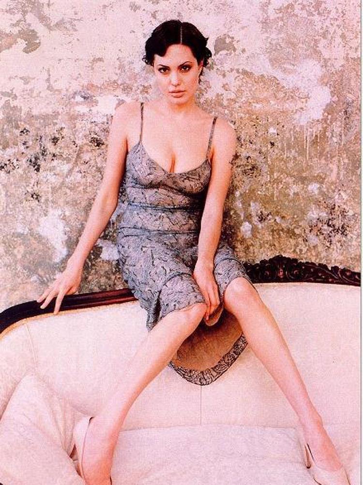 Fresh Look Angelina Jolie Short Hairstyles 25