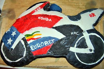 Tort w kształcie motoru-Honda CBR :)