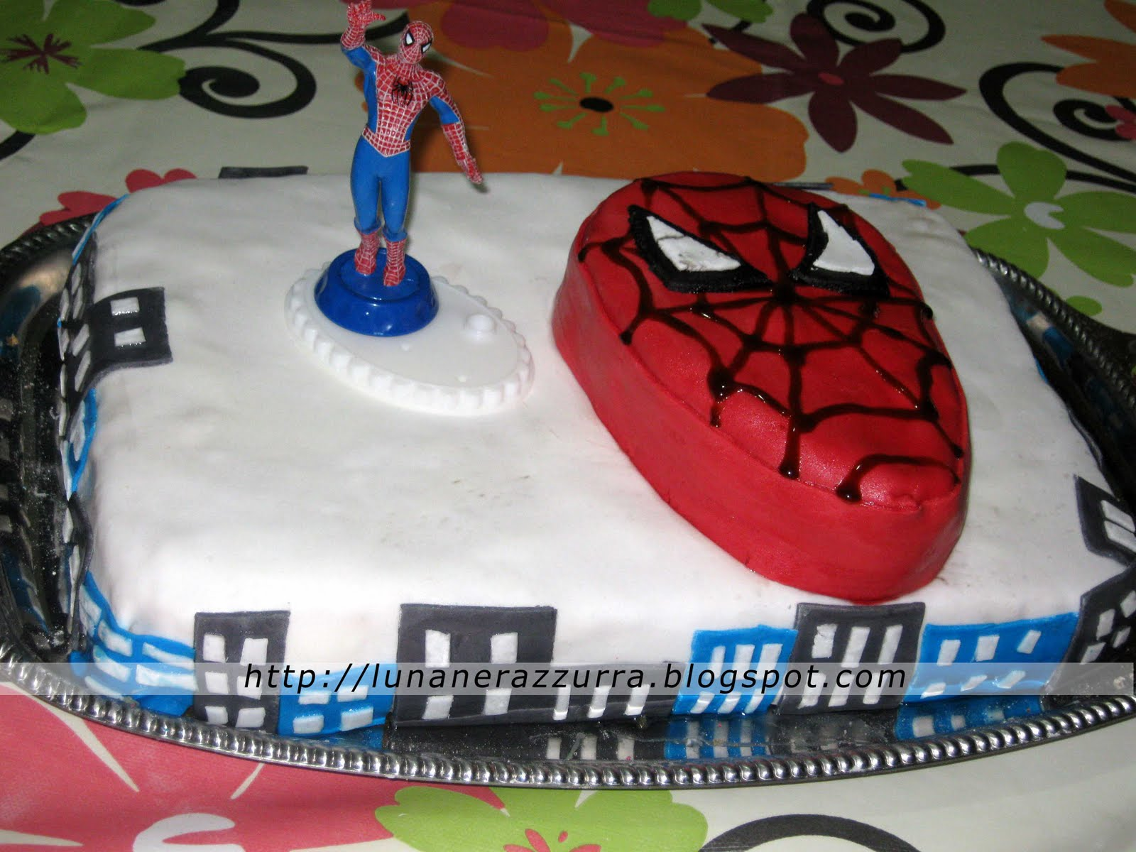 Torta spiderman... in pasta di zucchero!