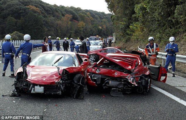 8 Ferrari, 3 Mercedes, Lamborghini, dan Toyota Prius Hancur Akibat Tabrakan Maut