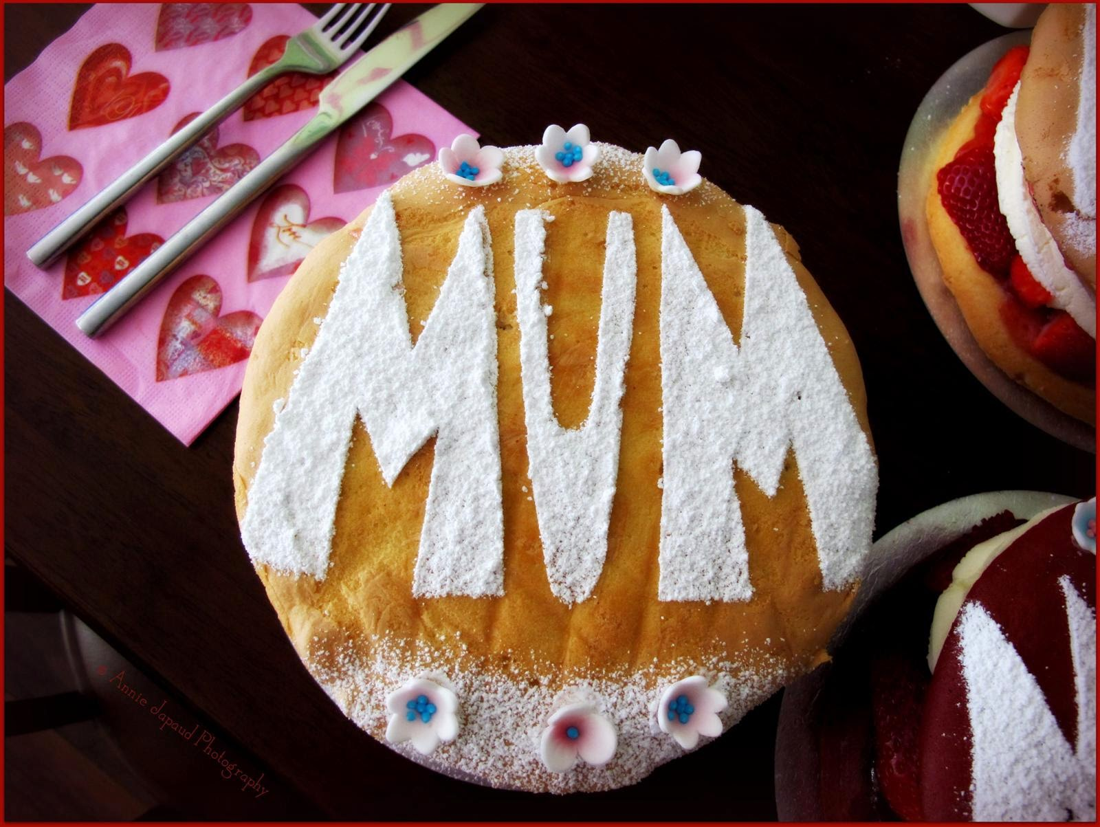 Victoria sponge cake with mum written on it