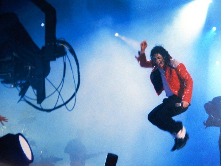 MJ: Eu amo meus fãs. Quer dizer, eu realmente amo e se eu pudesse responder a cada um deles eu fari