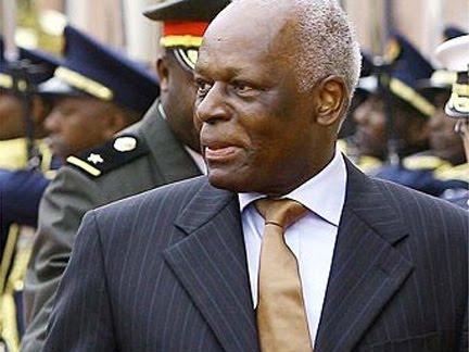 Jose Eduardo Dos Santos, presidente de Angola desde septiembre 10 de 1979