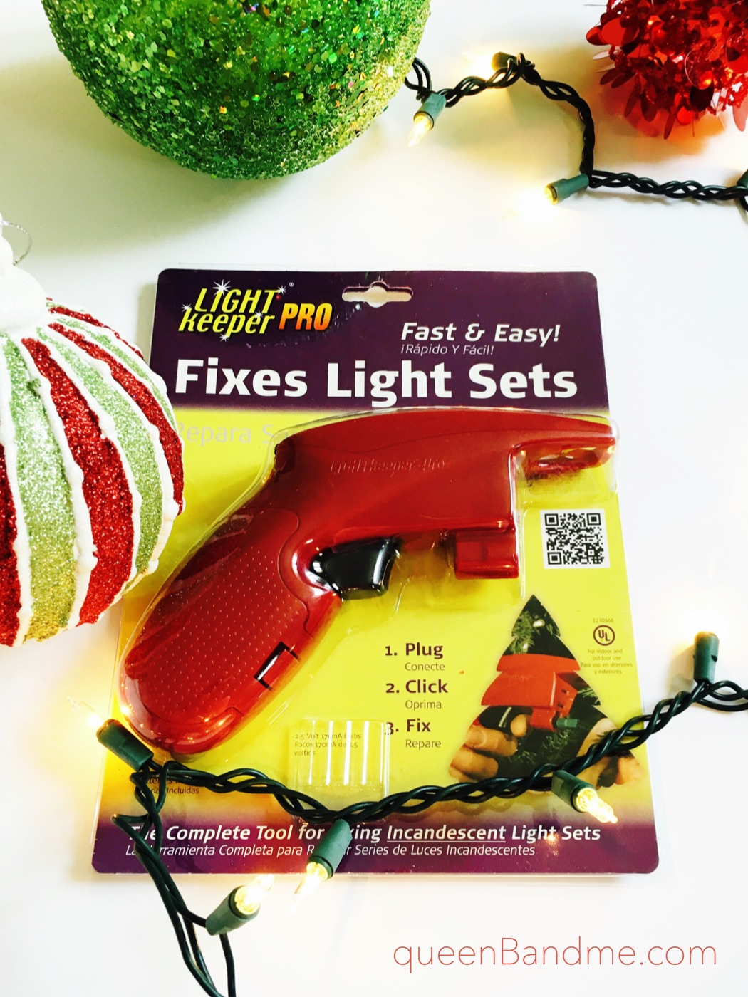 Queen B & Me: Easy Fix for Broken Christmas Lights