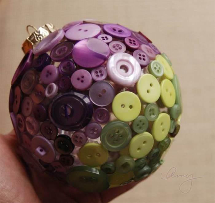 Puertas a la imaginaci n adornos navide os reciclados for Bolas de navidad recicladas