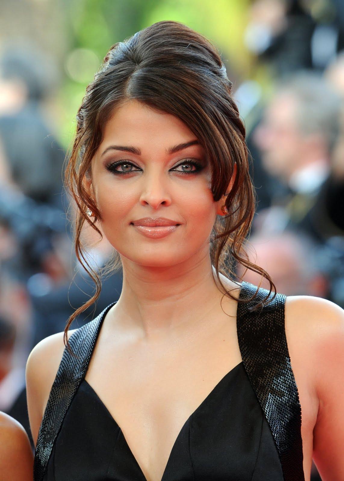 http://1.bp.blogspot.com/-J4_f2HN85Vg/Tc3c83yw7jI/AAAAAAAACcU/k0lgYb4WtDE/s1600/Miss+World+Aishwarya+Rai+2.jpg