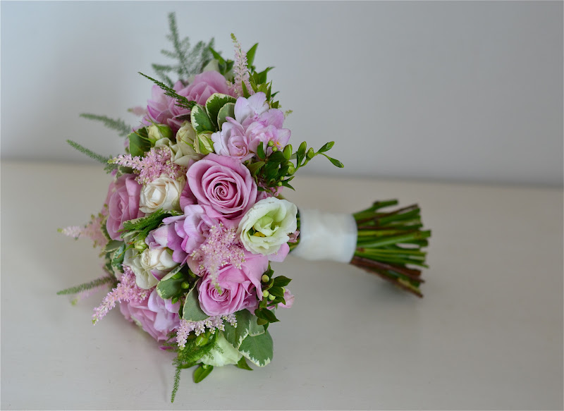 Wedding Flowers Blog: Amanda\'s Vintage/Shabby Chic Wedding Flowers ...