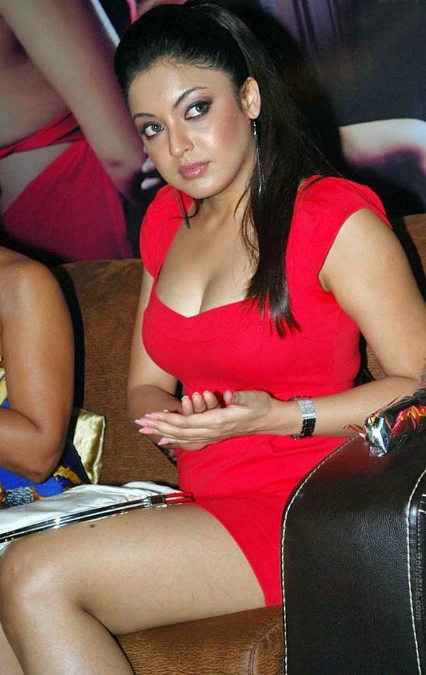 Tanushree Dutta spicy Cleavage show photos