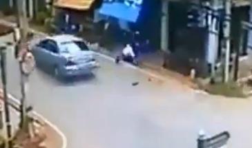 Brutal Choque entre una Moto y un coche