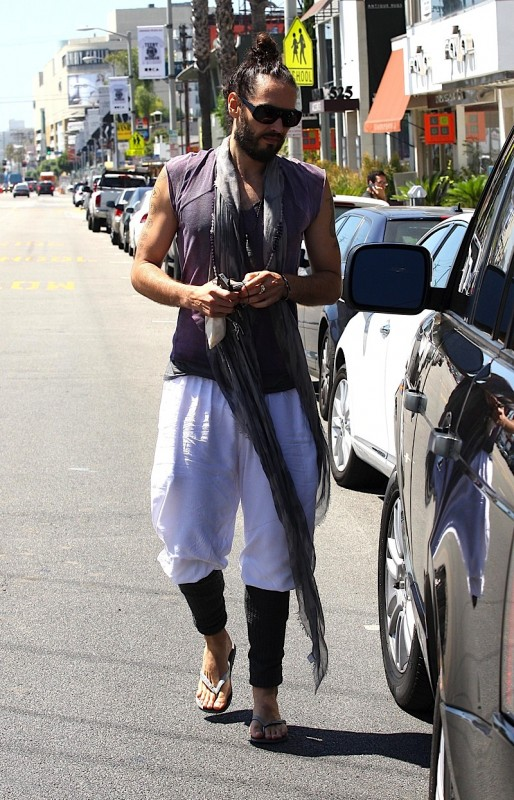 Russell Brand Hits The Shops After Yoga » Gossip | Russell Brand