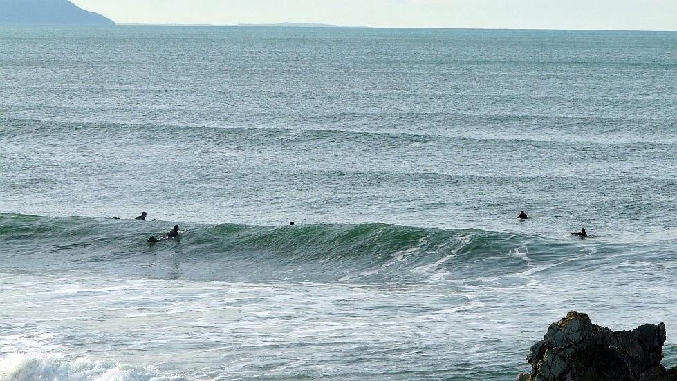surfistas esperando una ola penon 01