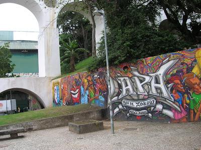 Graffiti en  Arcos de Lapa, Aqueduto da Carioca, Rio Janeiro, Brasil, La vuelta al mundo de Asun y Ricardo, round the world, mundoporlibre.com
