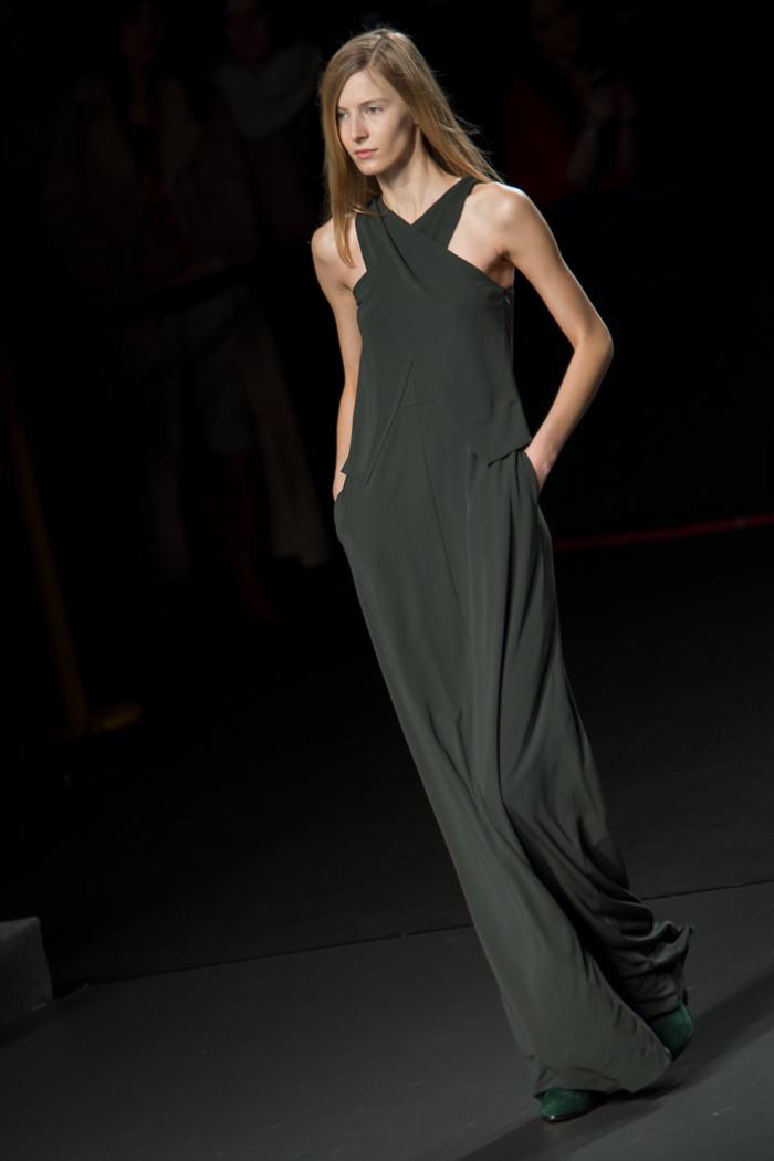 Maxi Vestido escote cruzado ÁNGEL SCHLESSER Desfile Fashion week Madrid Tendencias Invierno 2015