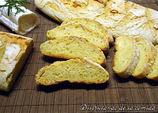 Pan de Maíz con Queso de Cabra y Romero