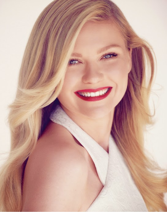 Kirsten Dunst Red Lips Wallpaper