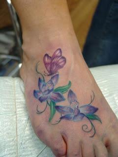 Tatuagens femininas nos pés 2