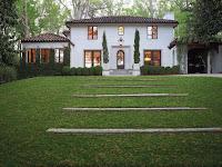 fachada de casa mediterránea blanca