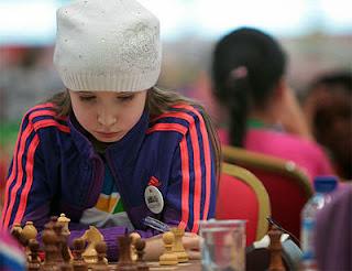Une jeune participante au championnat du monde d'échecs jeunes - Photo © FFE
