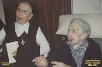 Kloosterzuster Francisca (Jeanne De Roey 1896-2004) gevierd als 101-jarige in 1997