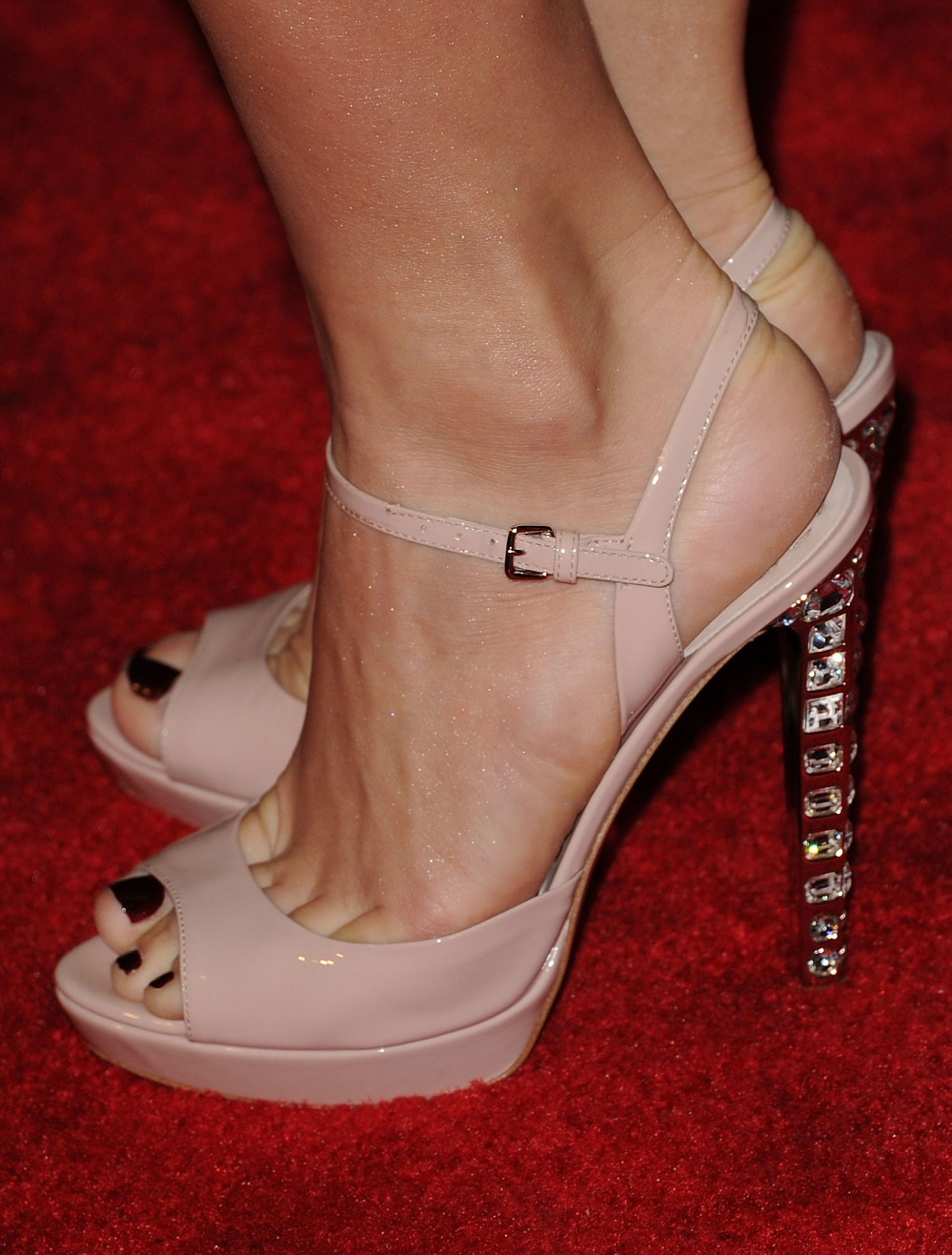 julianne hough feet