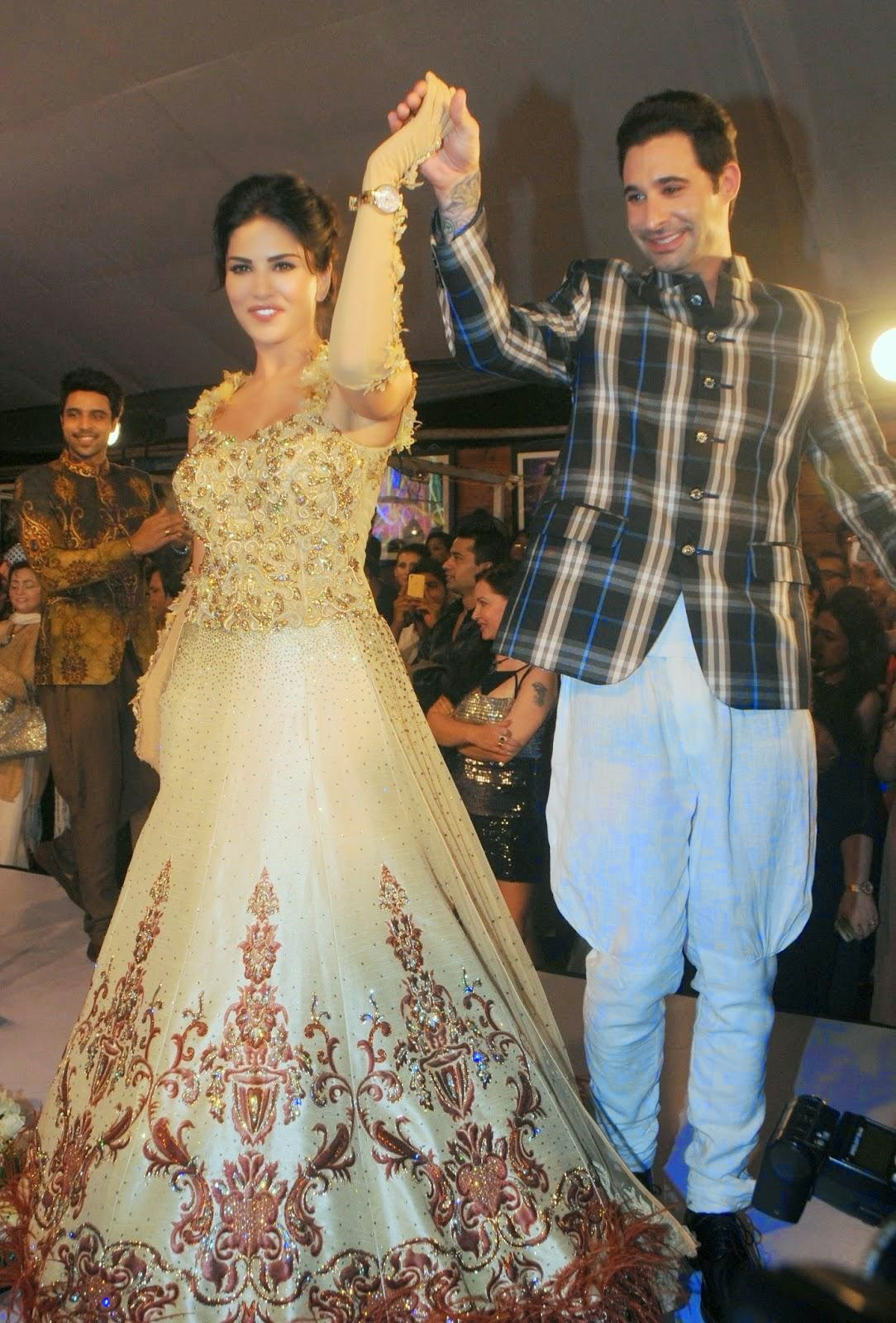 Sunny Leone Latest Ramp Walk Hot Photos
