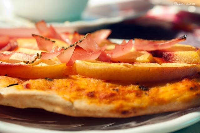 pizza, przepis na pizzę, pizza z owocami, pizza z szynką i brzoskwinią, pizza z szynką, pizzerki, pizzerinki
