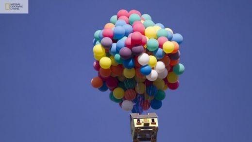 شاهدوا بالصور: ناشيونال جيوغرافيك تقوم بمحاولة ناجحة لصنع بيت البالونات الطائر 201209192025232512