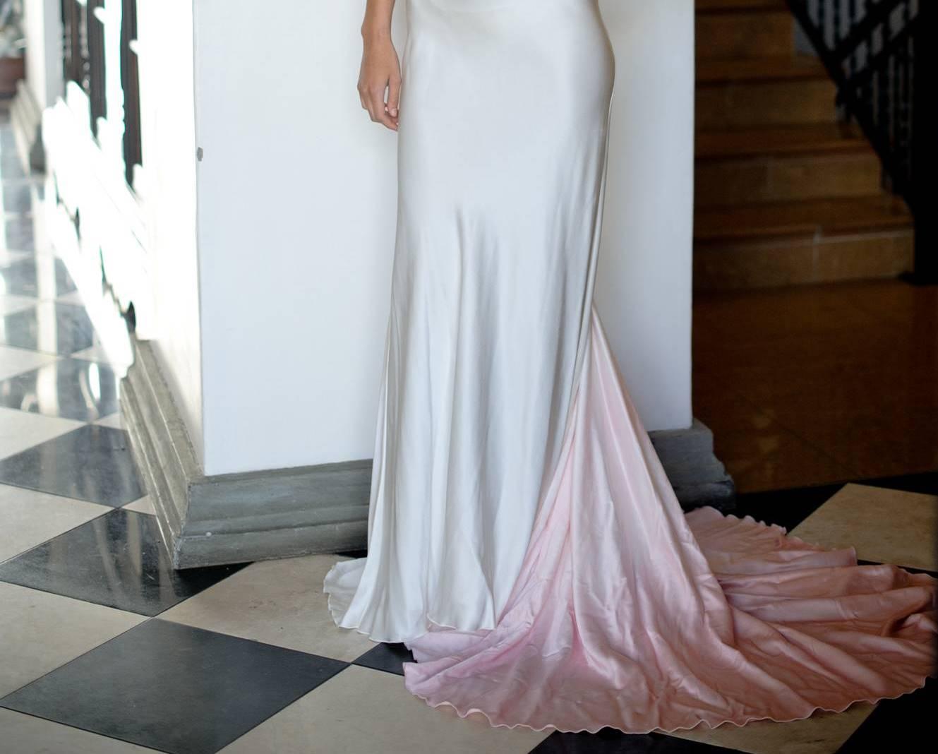 http://1.bp.blogspot.com/-J6rcUhLmCOg/Tsj3EcVHwJI/AAAAAAAACBY/gaVpoK_KVFM/s1600/Hendrik+Vermeulen+Couture+ombre+pink+train+on+dress.jpg