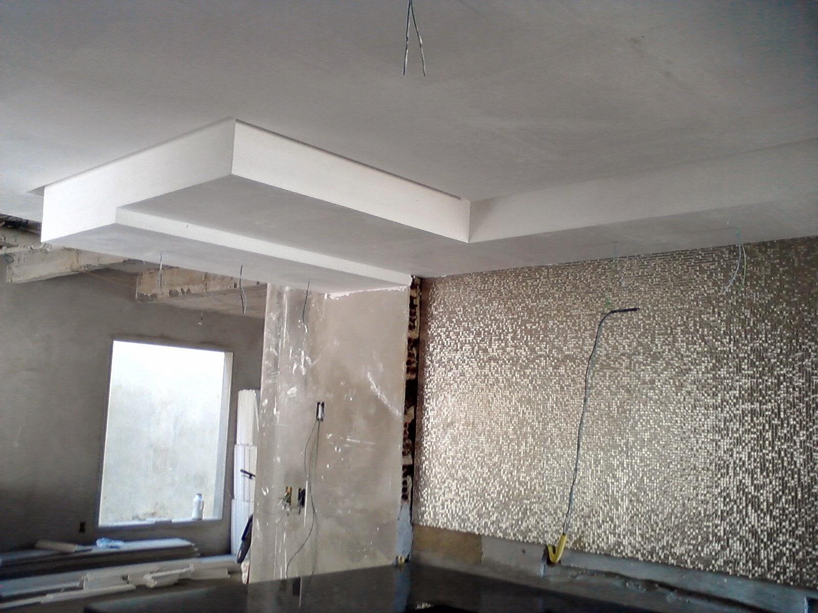 Detalhe em gesso na cozinha com linha de sombra passando na frente do  #475059 1600 1200