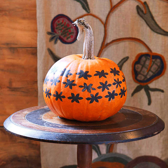 easy painted pumpkins 2013 halloween decorations ideas. Black Bedroom Furniture Sets. Home Design Ideas