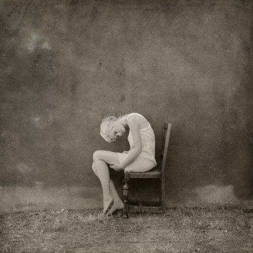 Jennifer B. Hudson fotografia surreal soturna vintage mulheres