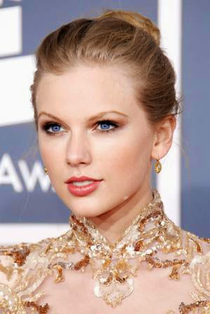 foto taylor swift di acara Grammy Awards 2012