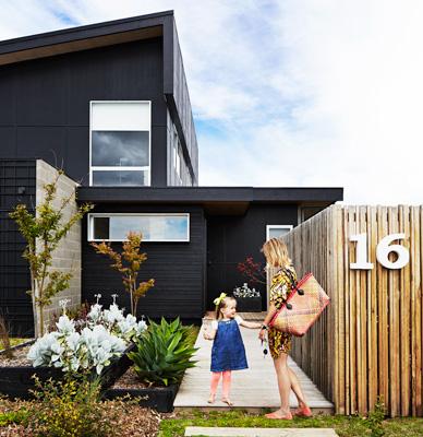 Avant garde design april 2013 for Images of black houses