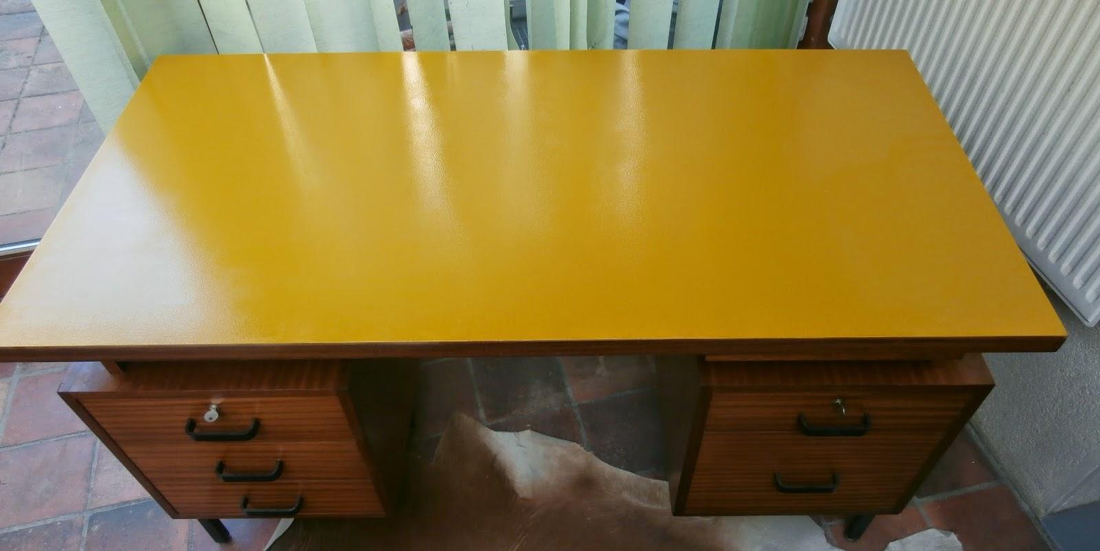 Durée de vie indéterminée grand bureau jaune miel pieds métal