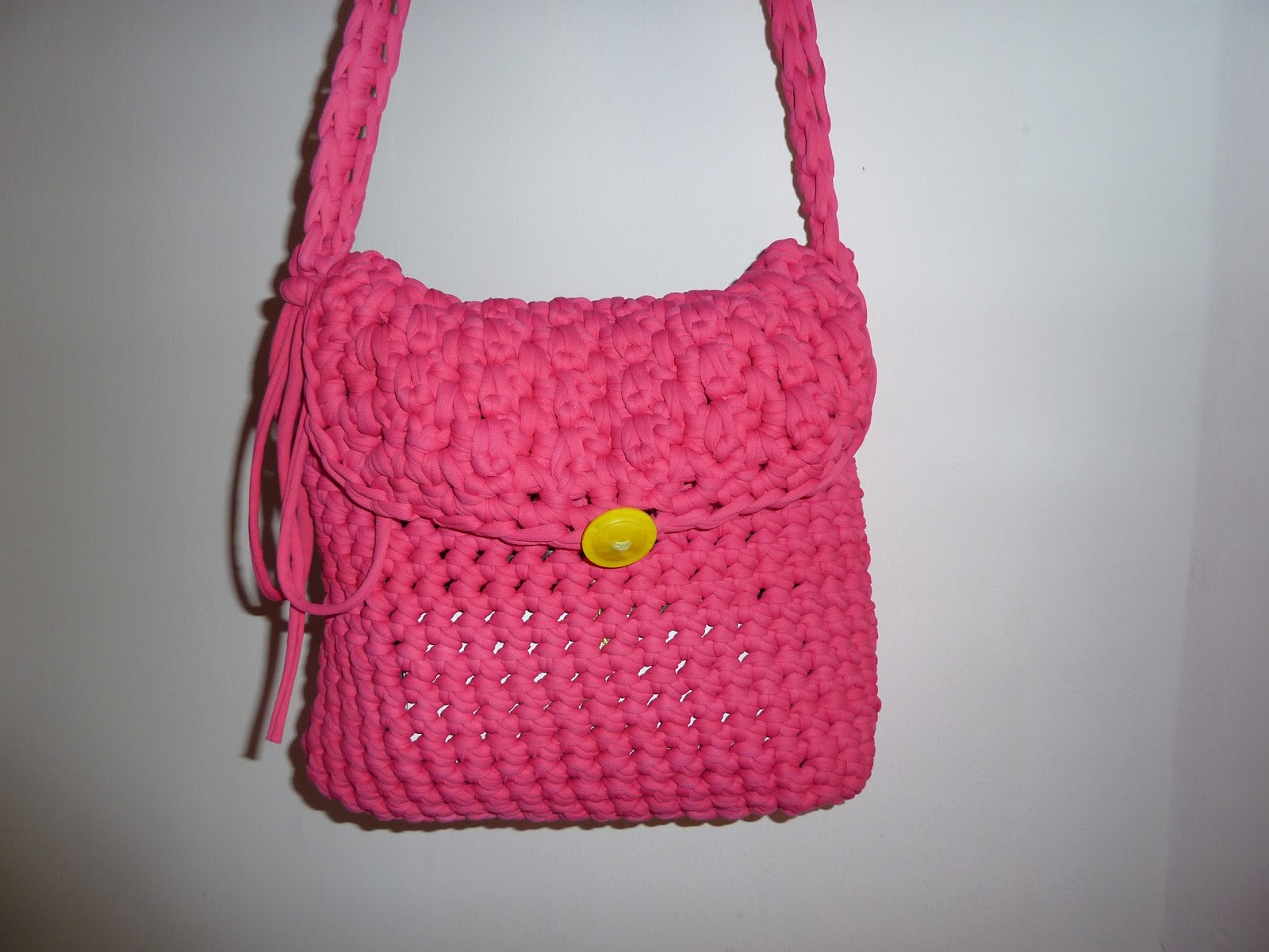 Contxita labores bolsos de trapillo for Bolsos de crochet de trapillo